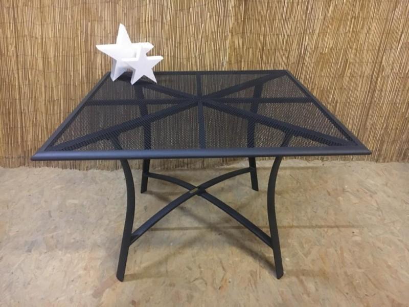 Delphi Tisch Merxx quadratisch Aluminium graphit matt